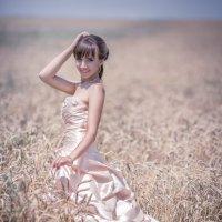 Невеста на лугу :: Евгений Ланин