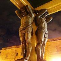 Видел...Реально держат небо на каменных руках... :: Владимир Гилясев