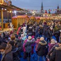 Ярмарка на Красной площади :: Алексей Окунеев