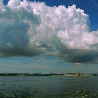 облака над островом :: Алексей Меринов