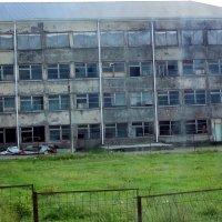 Школа в Абхазии, разрушенная войной. :: Владимир Ростовский