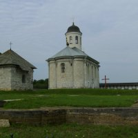 Успенский  собор  в  Крылосе :: Андрей  Васильевич Коляскин
