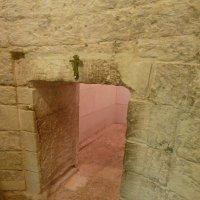Кувуклия Гроба Господня в соборе- из придела Ангела в пещеру Гроба Господня... :: Galina Leskova
