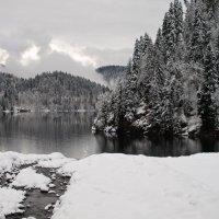 Озеро Рица ( вид со стороны дачи Сталина И.В.) :: Вера Макарова