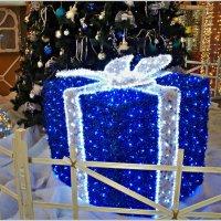 Подарок у ёлки. :: Валерия Комова