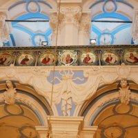 Северная стена центральной части собора. Картушь. Медальоны :: Galina Leskova