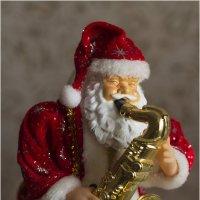 И дед Мороз на саксе ... :: Дмитрий Конев