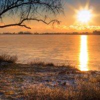 Закат над озером :: Александр Чудесенко