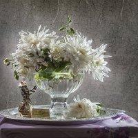 Хризантемы хрупкие, хризантемы нежные.Лепестки волшебные, запахи нездешние. :: Лилия *