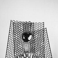 натюрморт с бутылкой и шаром :: Владимир Безгрешнов