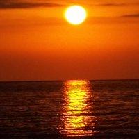 Красивый закат на Чёрном море :: Владимир Ростовский