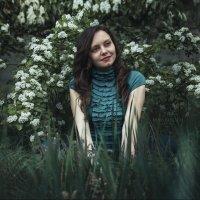 Девушка в траве :: Инна Рогач