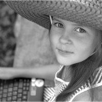 В шляпе :: Виктория Юровских
