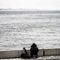 Одинокий рыбак :: Valentina Zaytseva
