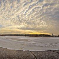 Зимние узоры замерзшей реки :: Лидия Цапко