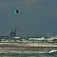 В бушующем море :: Leonid Korenfeld