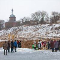 Крещение Господне,купание в проруби на озере Бездонном,с.Перемышль. :: Сергей Величко