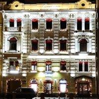 """Салон """"Cartier"""" в лучах своих огней. :: Владимир Гилясев"""