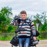 Вот таким навьюченным  видеограф бывает во время съёмок. :: Анатолий Клепешнёв
