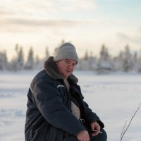 не замёрзший рыбак... :: Сергей