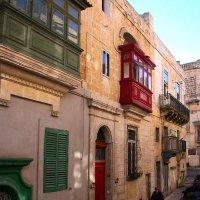 Рождественские сказки. Мальта. Самая настоящая улочка Средиземноморья!... :: Леонид Нестерюк
