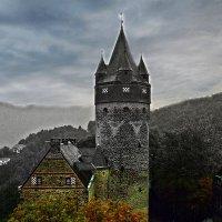 старая крепость, башня :: Александр Корчемный