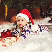 Малыш под елкой :: Татьяна Семёнова