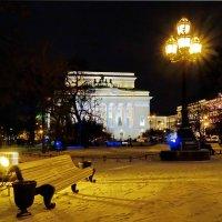 Театр,фонарь,скамейка. :: Владимир Гилясев