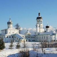 Вид на Иоанно-Богословский собор и Успенский храм с колокольней, курантами и трапезной :: Елена Смолова