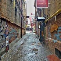 узкий переулок :: юрий иванов