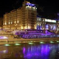 ночь,огни, пароход на реке :: Олег Лукьянов