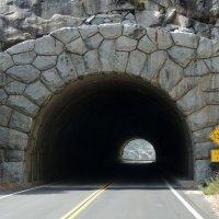 тоннель на дороге Йосемити - Сан-Франциско :: Алексей Меринов