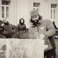 Скульптор ледяных фигур :: Валентина Илларионова (Блохина)