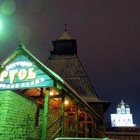 """Вид на Кремль и ресторан """"Русь"""". Псков :: Fededuard Винтанюк"""