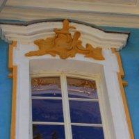 Лиственница в окне :: Александра
