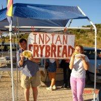 Индейцы Навахо торгуют лепешками по 3 $. :: Владимир Смольников