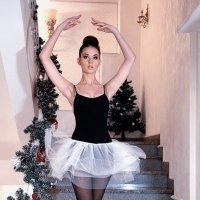 Балеринка на лестнице :: Alexander Varykhanov