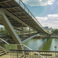 Парижский мост Симоны де Бовуар :: leo yagonen