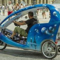 Велорикша возле Лувра :: leo yagonen