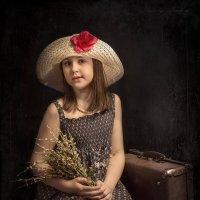 Букет цветов и старый чемодан :: Alexifora ***