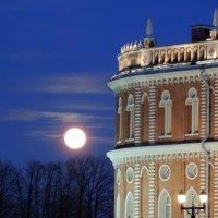 Луна в Царицыно :: Игорь