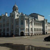 Театр в Бийске. :: Владимир Михайлович Дадочкин