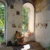 В старом храме :: Ирина