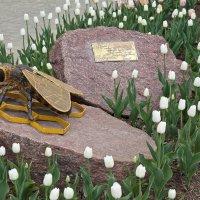 Медынь. Памятник Пчеле-Труженице :: Алексей Шаповалов Стерх