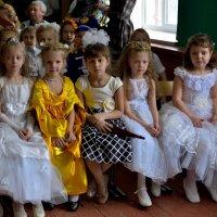 Маленькие принцессы ждут праздника :: Мария Климова