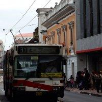 Троллейбус - метро на улицах Кито :: Igor Khmelev