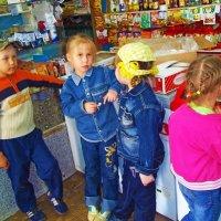 Поселковые дети в магазине :: Владимир Ростовский
