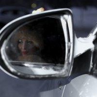 Девушка в авто :: Ирина Корнеева