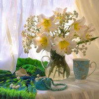 ...Солнцем пронизаны белые лилии... :: Валентина Колова