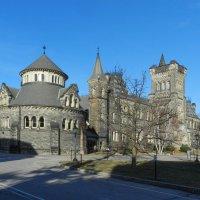 Одно из зданий университета Торонто (College University) :: Юрий Поляков
